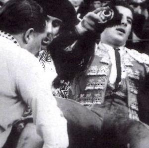 gramática parda / el primer paseo espacial 宇宙散歩のレオノフ誕生 (1934)Alekséi Leónov nació / Antonio Ordoñez cortó rabo en Aranjuez (1959)