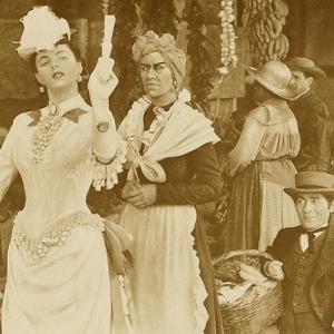"""Jerry Austin nació (1892) Saratoga Trunk (1945) 矮人 enano (身長1.07 m) / pingüino (Lladró etc) ペンギン / calibre / toros en Fuengirola / El espacio está menos """"vacío"""" de lo que pensábamos /"""