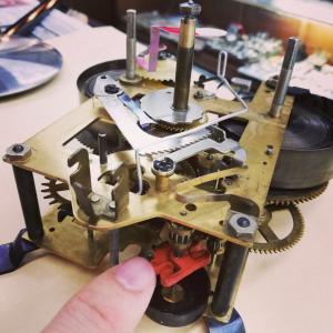 柱時計の膨張ゴム止まりの修理(^_^)v