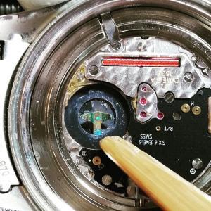 漏液サビのオメガ、電池交換( ^ω^ )