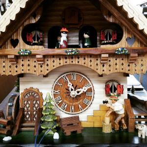 ご新居に鳩時計を設置。明るく楽しいご家庭に(*´ω`*)