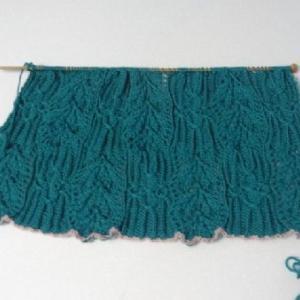 ディープエメラルドグリーンのセーター1