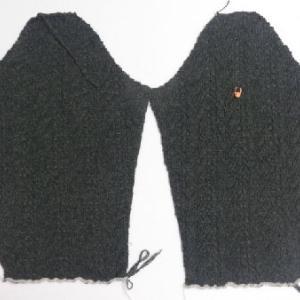 ダークグリーンのセーター5