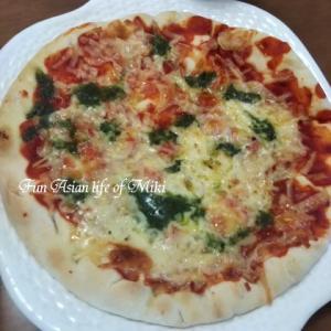 お昼はピザ