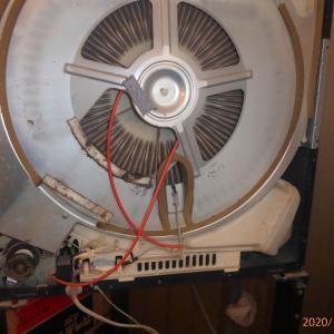 古い衣類乾燥機のベルト切れを修理