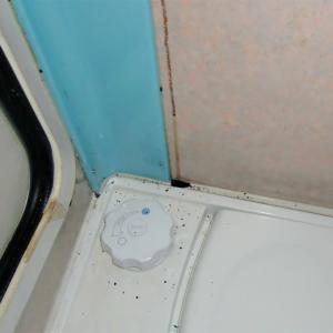 三度の雨漏れでパネルの内側は朽ち果て大掛かりな対策になってしまった