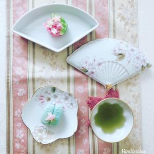 手描き桜の器でお茶時間