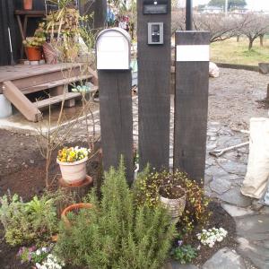 門柱完成、薪小屋も