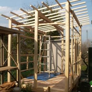 小屋を作ろう、骨組みと屋根