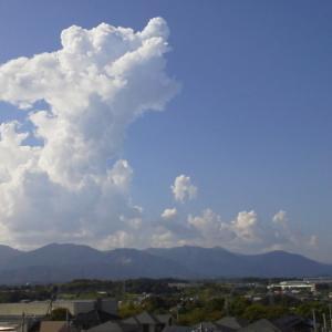7月の最後の日、マンションから眺める雲