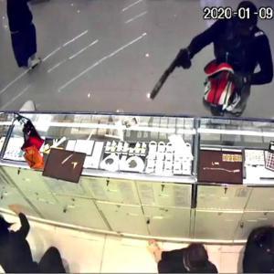 7人死傷の百貨店強盗事件 容疑のタイ人校長、犯行認める