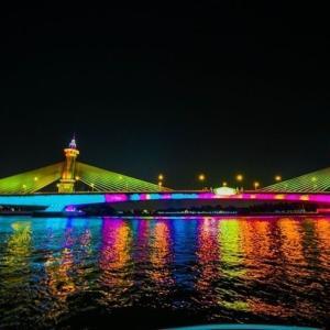 チャオプラヤ川の13橋ライトアップ タイ国王生誕日祝賀