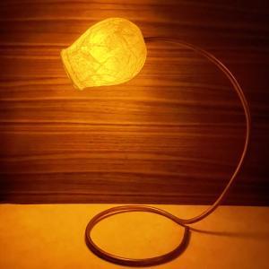 テーブルライト!——ペーパーナプキンでランプシェード。