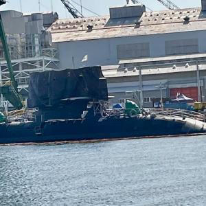 例の潜水艦?