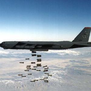 【夕刊フジ】米、韓国にGSOMIA破棄撤回迫る!?米空軍「死の鳥」B52「アチソン・ライン」(対共産防衛線)を沿うように飛行