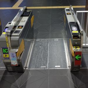 心斎橋駅、ついにIC料金不足の客を下に落とす床パッカーンシステムを導入