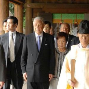 李登輝。訪日で悲願の靖国参拝を果たした際、記者達に「60年以上会っていない兄が靖國にいてその弟が東京に来ている。貴方が私の立場ならどうするか。