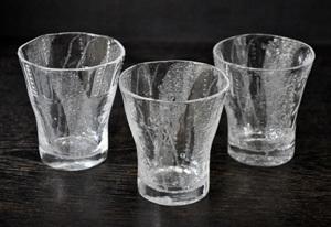 歪が美しいグラス