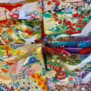 世界一美しくなれる日に着るものは、たくさん羽織って決めてください