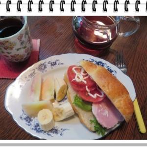 <朝はパン・・・*´▽`*>