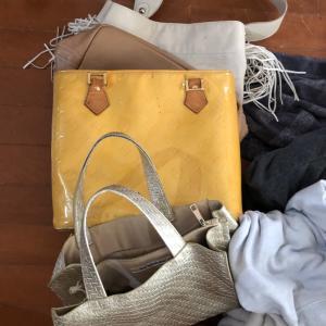 捨てたはずのバッグ 服 布団