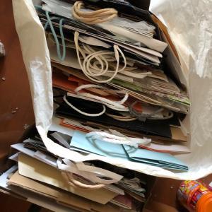 追加 大量の紙袋 など