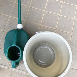 水漏れするバケツとじょうご 備え付けのフタ