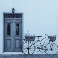 北欧インテリア 華やかに花柄のエントランス:玄関マットはフラワーモチーフで