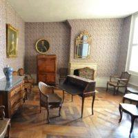 ミッドセンチュリー かっこいい部屋にお洒落な椅子を置く