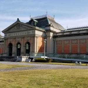 グニョった足で行った、お初の京都国立博物館。