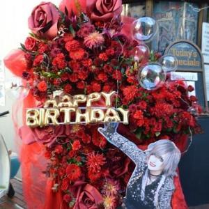 赤メインのフラワースタンド花