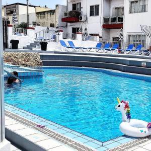 フィットネスジムやプールもある!マルタ語学学校Clubclassの校内ツアー