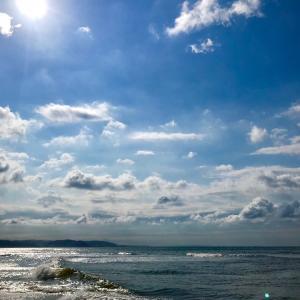 海辺に秋の風