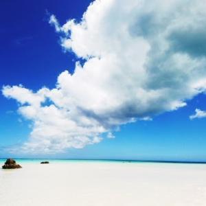 夏雲のある沖縄の風景 雲多めだけれど