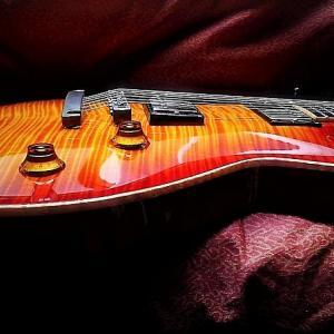 ( ̄‥ ̄) ギターの弦を張り替えてすぐはチューニングが不安定なんですよ。