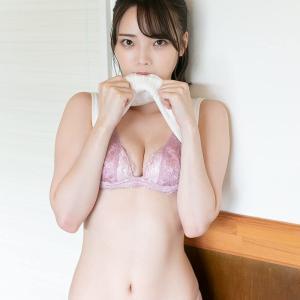 新谷姫加、少し特殊な水着グラビア画像がエロいと話題に!BLTの透明レインコート+Tバック気味ビキニ姿のオフショット画像が破壊力抜群!