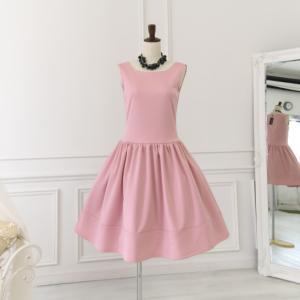 ピンクのワンピースとパニエ