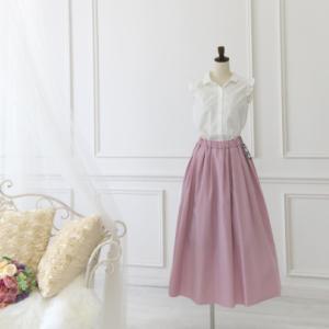 ピンクのロングスカート