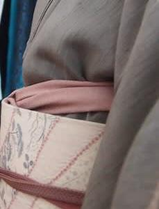 東大界隈散策~生紬に膨れ織り白