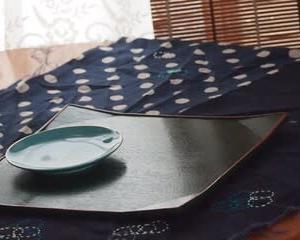 部屋の模様替えを少し&方向転換&箪笥の整理、床磨きなど