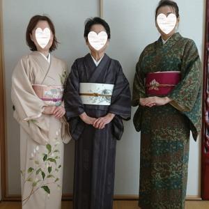木青会館の金曜日の着物を着て来られた生徒さん達です