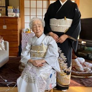 令和元年12月15日出張着付2件目は結婚式に行かれる留袖と色留袖の着付け依頼でした。
