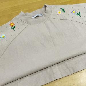シンプルなTシャツに、刺繡(^^♪