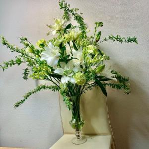 the FLOWER YARD-大森*ホワイト&グリーン投げ入れアレンジメント