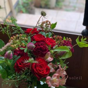 還暦お祝いに赤い花束を