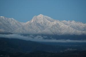 青白き山々