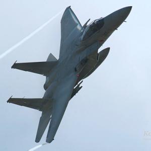 F-15戦闘機ってオレが産まれる前から飛んでて更に新規発注受けるってスゴくね?