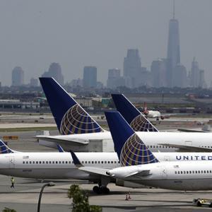 ユナイテッド航空、空港でもフェイスカバー着用を義務化 違反で搭乗拒否も