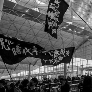 【香港】デモ隊が空港を占拠、全便欠航 日本人旅行客にも影響