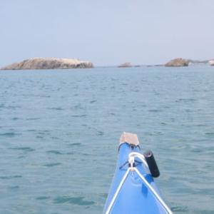 沖の小島でスノーケリング